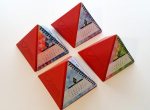calendare-piramidale-emboss